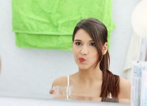 cách lấy cao răng bằng dầu dừa 1