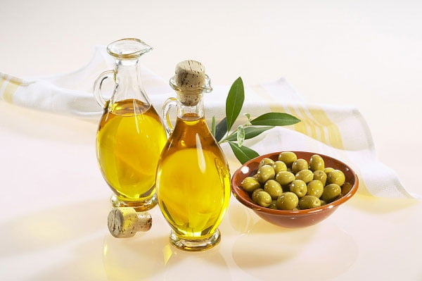 lấy cao răng bằng dầu oliu 1