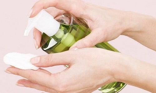 lấy cao răng bằng dầu oliu 2