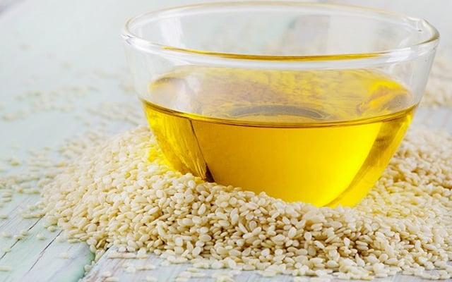 lấy cao răng bằng dầu oliu 5