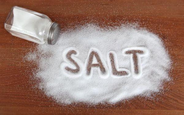trị hôi miệng bằng nước muối 4
