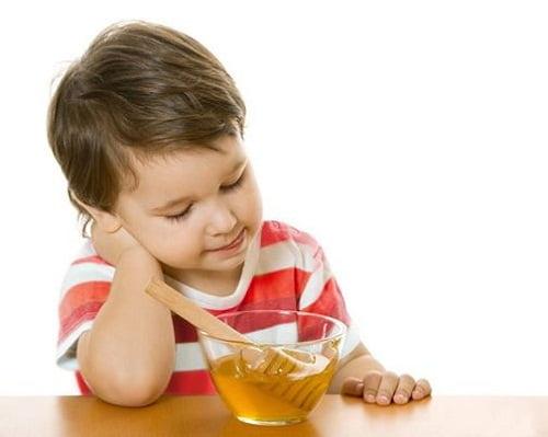 5 Mẹo chữa nhiệt miệng ở trẻ em AN TOÀN bằng phương pháp dân gian 3