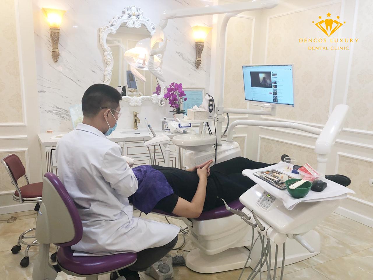 bác sĩ giỏi tại Hà Nội thực hiện niềng răng trả góp cho bệnh nhân