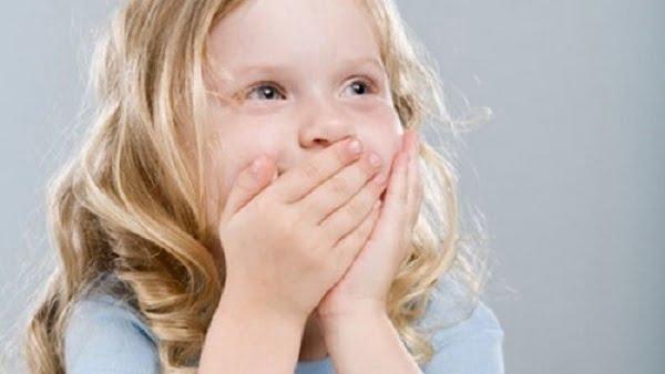cách trị hôi miệng cho bé 1 tuổi