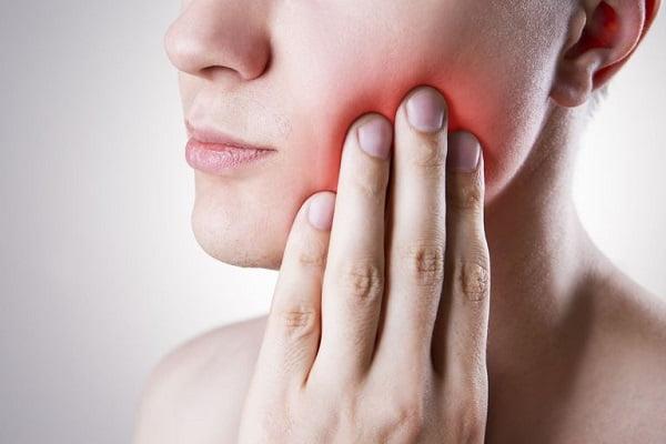 mọc răng khôn hàm dưới 1
