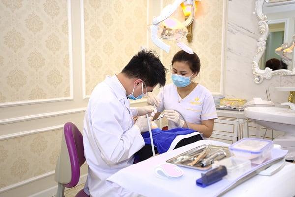 răng khôn mọc lệch ra má 2