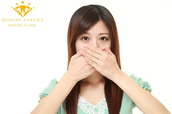 Nguyên nhân bọc răng sứ có mùi hôi