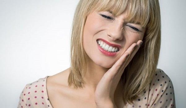 răng khôn mọc lệch xa