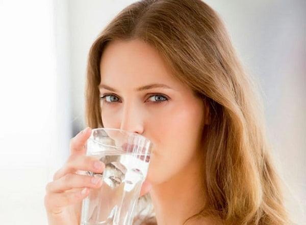 súc miệng với nước muối chữa viêm nha chu